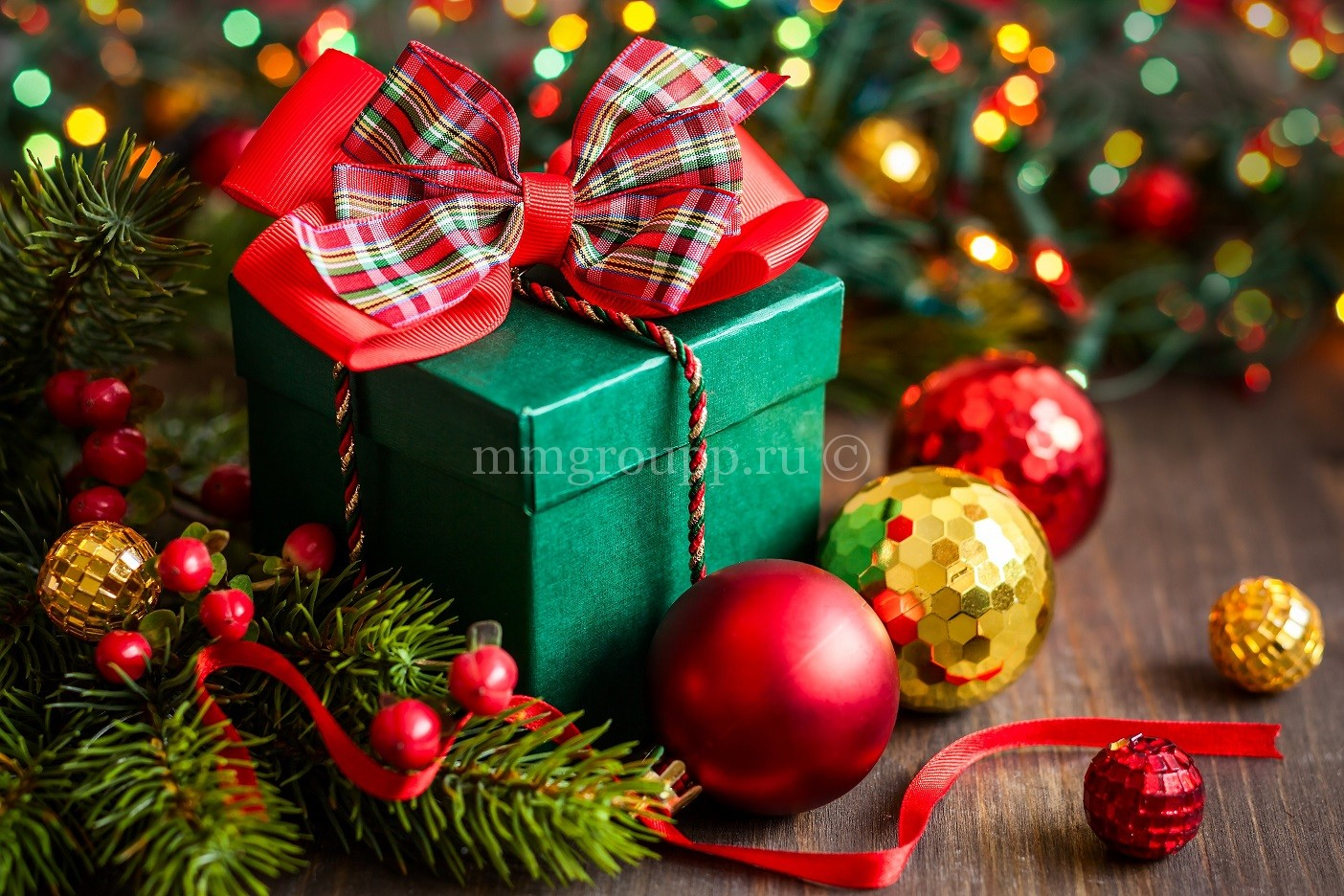 Поздравляем с наступающими Новым годом и Рождеством!