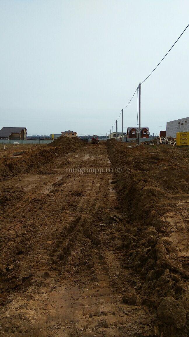 Ведутся работы по обустройству дорог на Большом поле