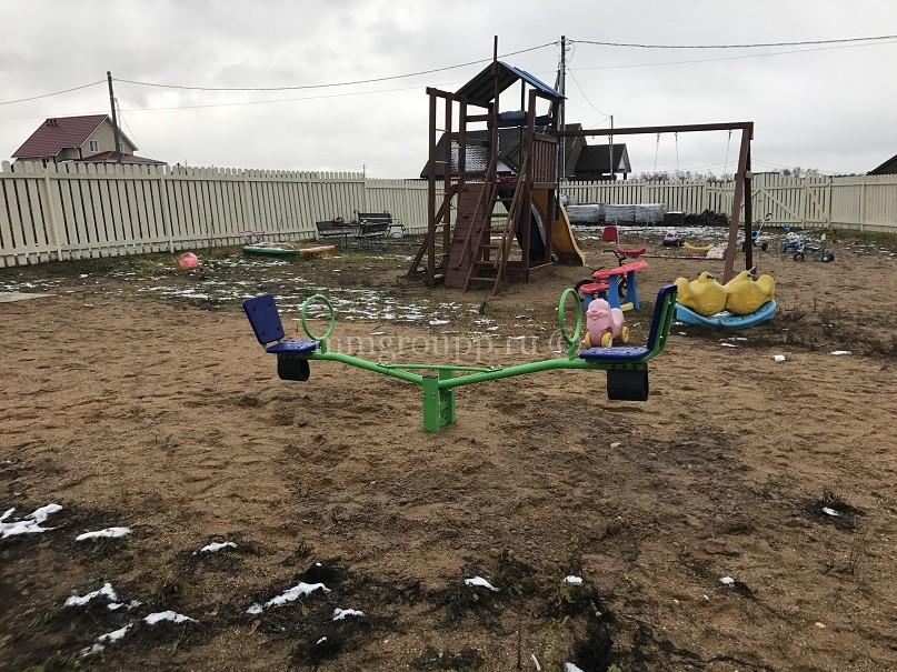 Новый аттракцион на детской площадке