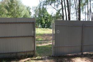 забор у тропинки к Можайскому водохранилищу поселок Волна